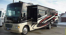 2014 Winnebago Vista 35F * Bath & 1/2 Floor plan * 15,366 Miles * Full Paint *