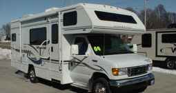 2004 Winnebago Minnie 24F * Slide-Out * Only 45,158 Miles * Rear Kitchen