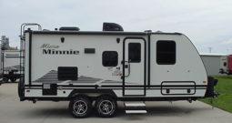 2020 Winnebago Micro Minnie 2108DS * Dinette Slide Out * White Color * Graphite Interior * Stk. # 2006TR