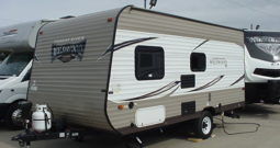 2017 Forest River Wildwood X-Lite 185RB Trailer * Only 3080 Lbs. Dry Weight * 11435TR