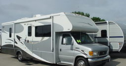 2006 Winnebago Minnie Winnie 30V * 2 Slide Outs * Automatic Leveling Jacks * Only 31,920 Miles * 11431WA