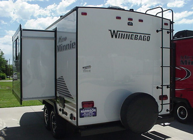2020 WINNEBAGO Micro Minnie 1808FBS * (2) INSTOCK * White W/Pearl Interior Décor *Slide Out * Front Queen Bed * 3560 Lbs. Dry * Stk #2011TR full