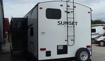 2020 Sunset Trail Super Lite 272BH by CrossRoads * King Bed * Booth & Dinette * Outdoor Kitchen * 5751 Lbs. Dry Weight * Stk. #2028TR full