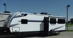 2020 Sunset Trail Super Lite 291RL by CrossRoads * King Bed * Table & 4 Chairs *Rear Kitchen *  Outdoor Kitchen * 6114 Lbs. Dry Weight * Stk. #2027TR
