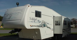 2004 Forest River Wildcat 27RK 5th Wheel * Rear Kitchen * Front Queen Bed * 6870 lbs. Dry Wt. – 1/2 Ton Towable * Stk. # 11447TR