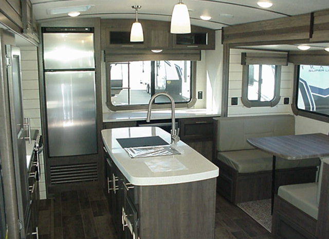2020 Sunset Trail Super Lite 285CK by CrossRoads * 2 Slides * 70″ x 80″ King Bed * Rear Kitchen *  Outdoor Kitchen * 6426 Lbs. Dry Weight * Stk. #2036TR full