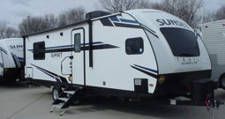 2020 Sunset Trail Super Lite 257FK by CrossRoads * King Bed * Booth & Dinette * Front Kitchen * 5589 Lbs. Dry Weight * Stk. #2044TR